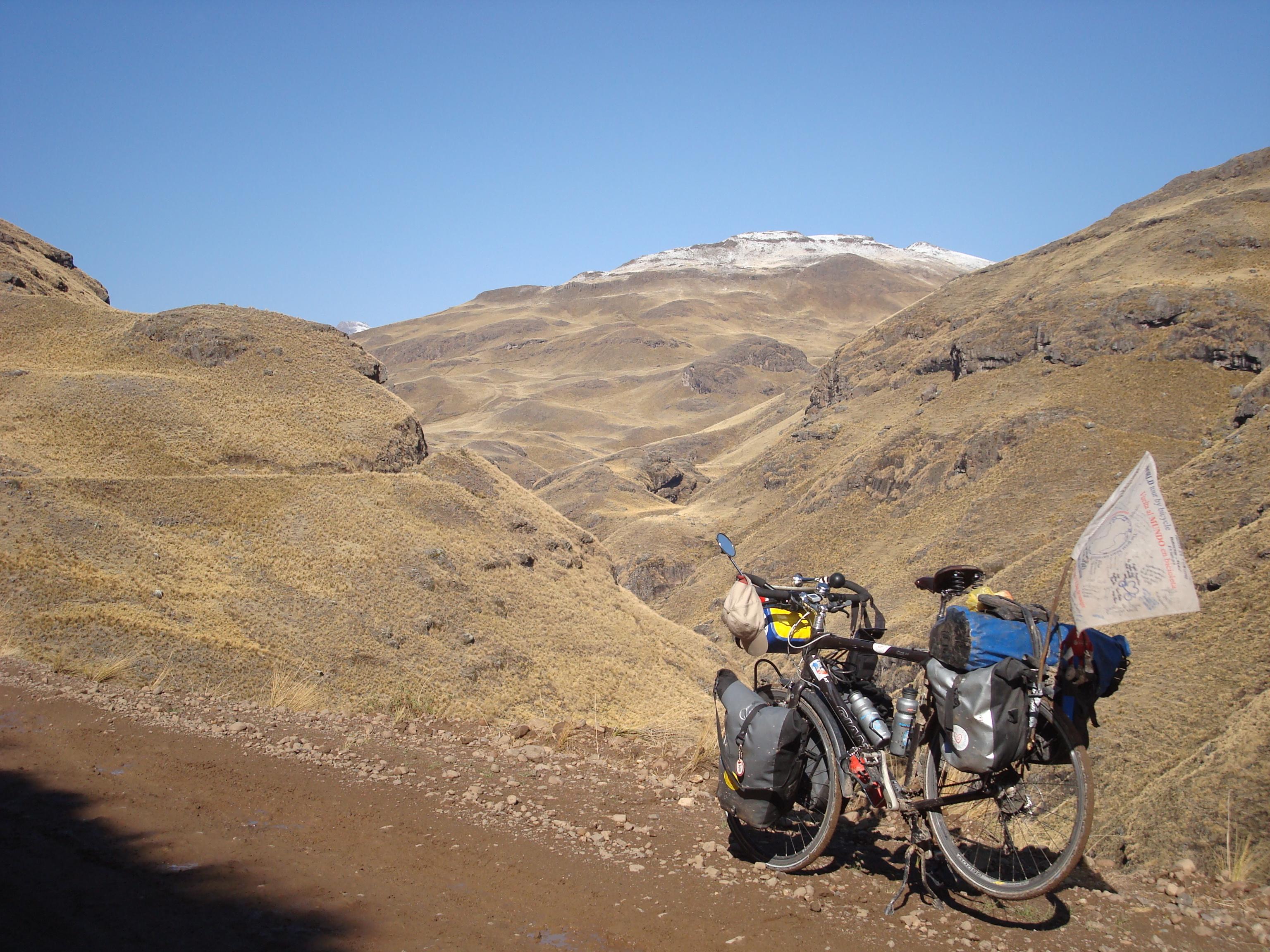 Vélo dans la montagne du Pérou.